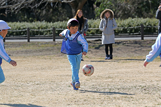 2月13日 文化の森で年長組がサッカー大会を行いました。